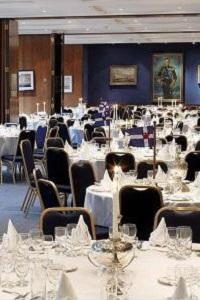 Mountbatten Suite, Royal Thames Yacht Club set for dinner